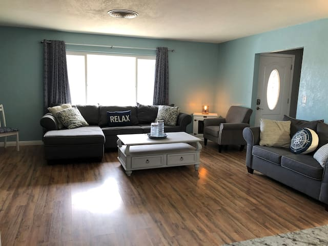 Welcome to Kern Valley Getaway!Family/Dog friendly