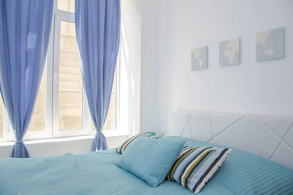 - Bedroom 1 - Blue - Queen Size bed - Quiet street