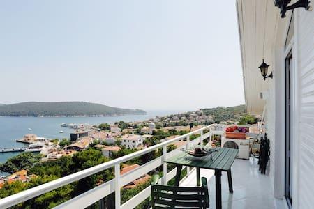 Beautiful home with panaromic view - Adalar - Haus