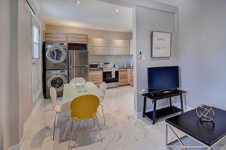 Cozy apartment on the TRENDY! Saint Laurent Blvd