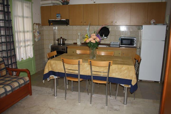 Ηλιόλουστο, διαμπερές, οικογενειακό διαμέρισμα - Flogita - Wohnung