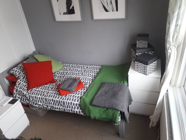 Single bed room with space for a child or baby