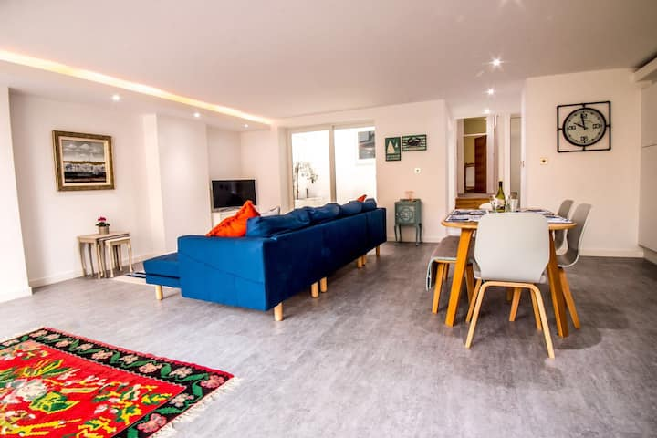 No.6 by the Sea-Luxury Seafront Flat-Hythe