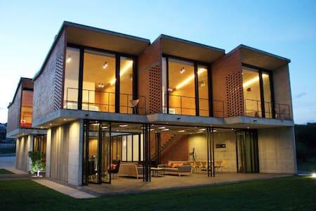 Casa espectacular, premiada, en club golf AMANALI - Tepeji de Ocampo - Huis