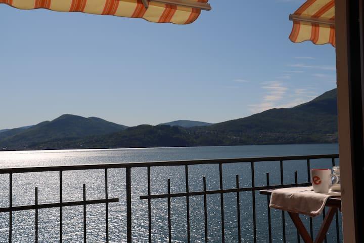 appartamento con terrazzo privato vista lago