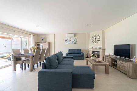 Appartement luxe avec piscine proche Marina & Golf
