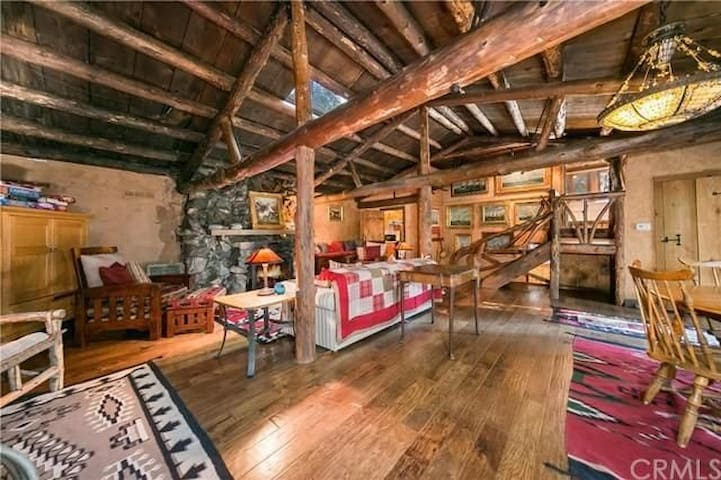 Romantic, Rustic, Authentic Log Cabin Experience - Skyforest - Cabaña