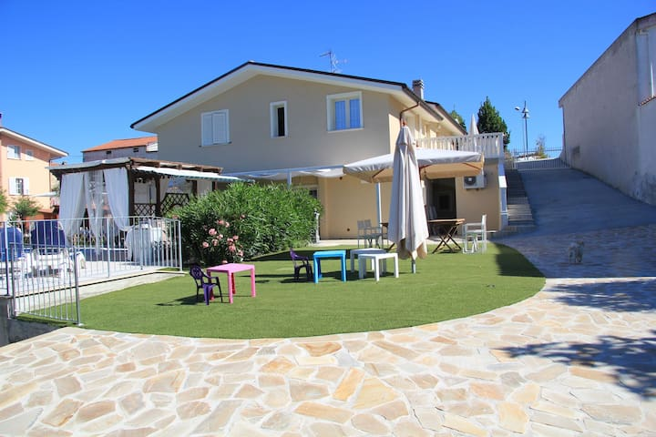 Villa with salt water and heated pool and jacuzzi near the sea