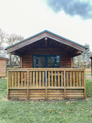 Woodlakes Parkside 2 Log Cabin