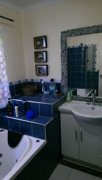 Bathroom showing sink