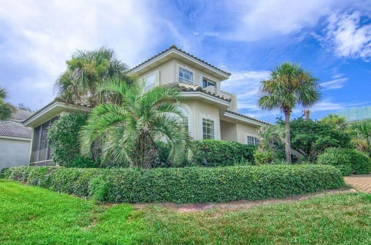 Large Family Home - Amazing Amenities - Short Walk to the Beach