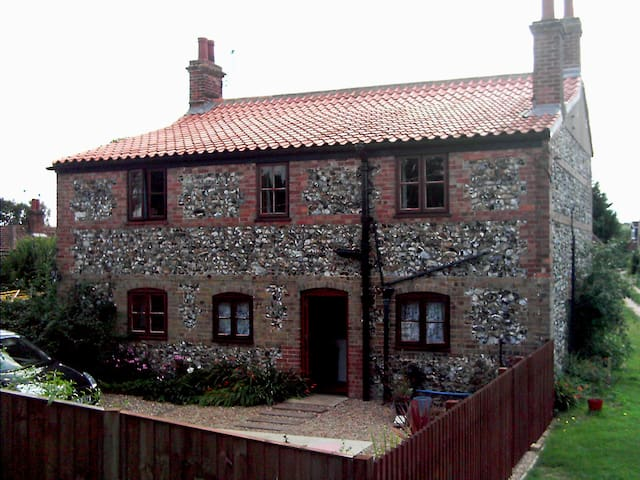Stone House Farm - Lyng - House