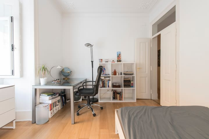 Spacious room in Lisbon's trendiest neighborhood - Lisboa - Apartament