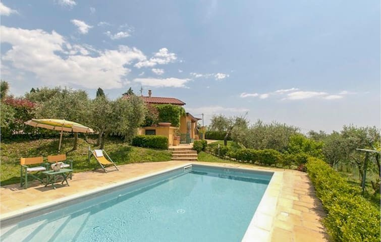 Holiday cottage with 4 bedrooms on 240m² in Corsanico