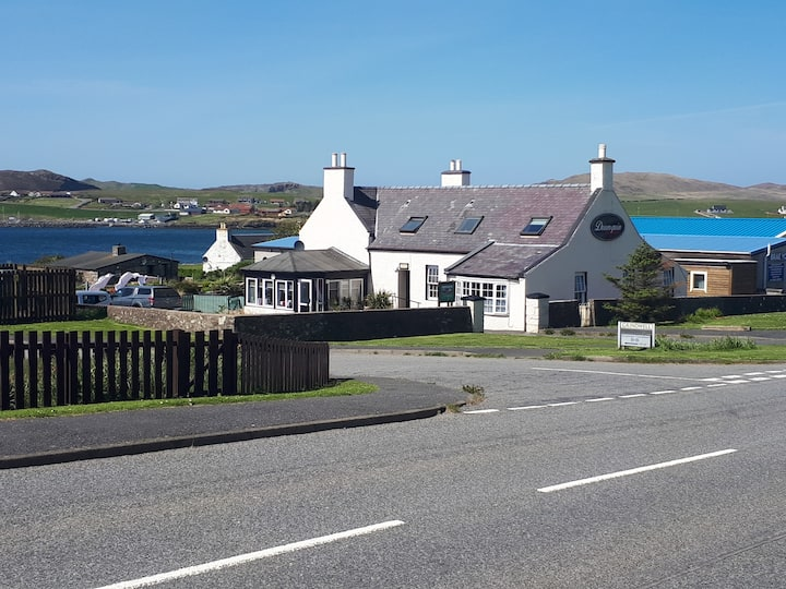 Cosy, Modern Bed and Breakfast, Brae, Shetland 2
