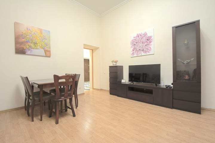 3-room apartment on Independence Square