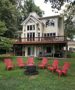 Ozark Mountain White River Getaway