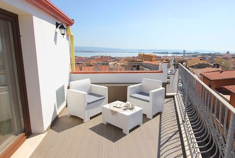Studio apartment in the center of sea view/amazing view