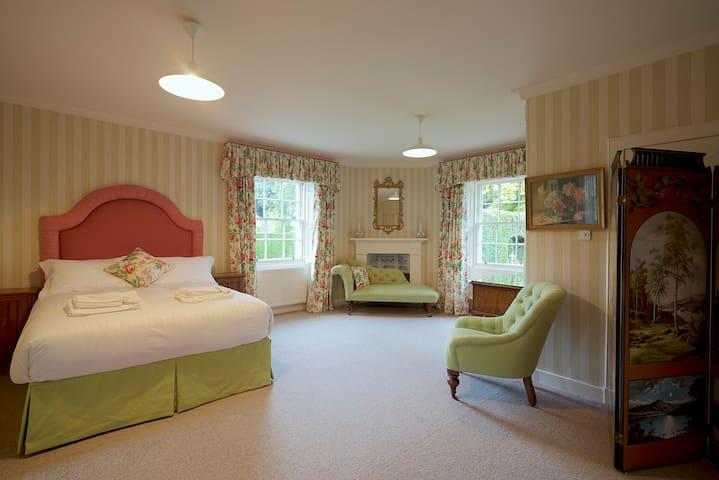 Ground Floor Suite - King Bed
