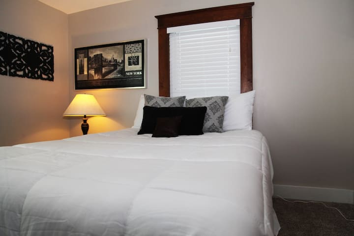 Luxurious Queen Size Bed