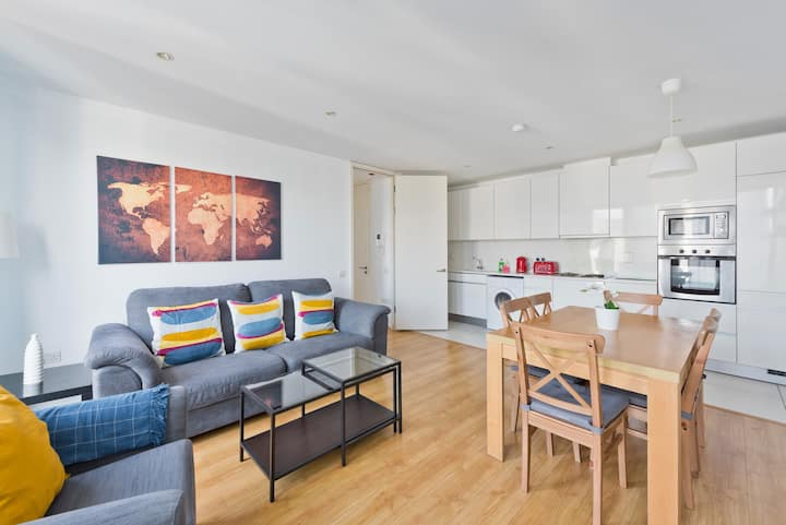 5* Stunning 3 Bedroom Apt in Dublin's Docklands