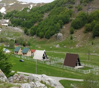 Katun Mokra (mountain accommodation)