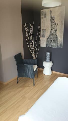 Chambre Zen avec Balcon dans quartier calme - Libourne - 一軒家