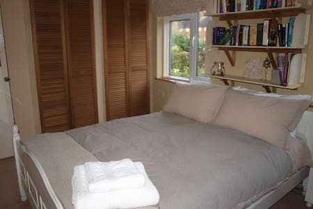 Comfortable Double Room In Village Home - Rumah