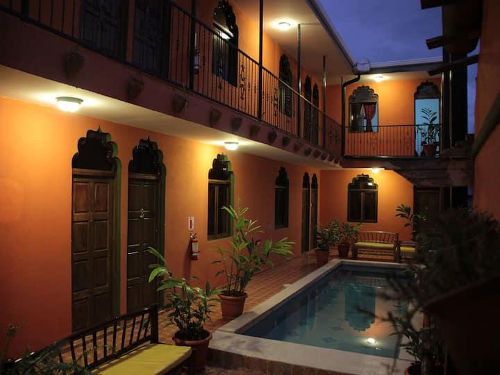 Boutique Hotel Maharaja. La Calzada