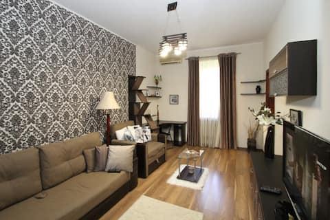 Cozy Apartment near Derybasivska