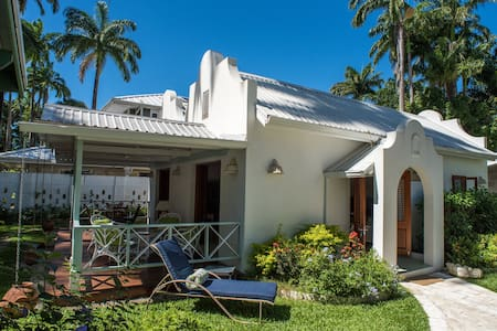 Large Charming Cottage Old Queens Fort Barbados - Porters - วิลล่า