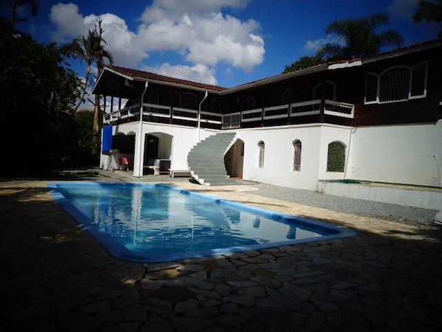 Casa alto padrão em condomínio - Franco da Rocha