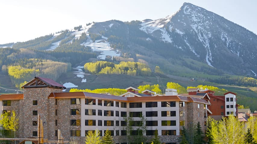 View 2 Bdrm Condo Grand Lodge- Pool - Crested Butte - Apartment