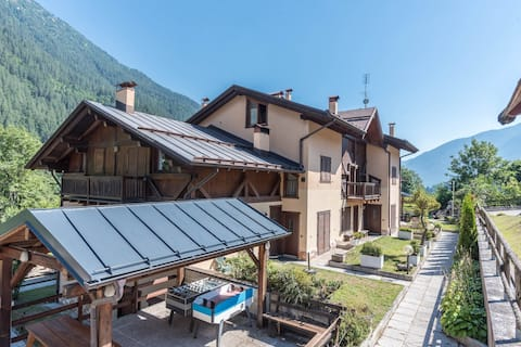 """Holiday apartment """"Palazzina Sole - Trilocale"""", Wi-Fi, Mountain View and close to the ski lifts;"""