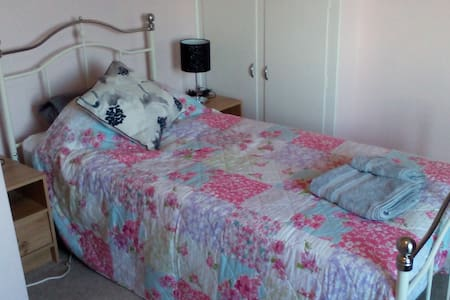 Twin or single room overlooking garden and fields, - Silverton - Bed & Breakfast