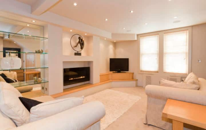 Spacious 2 bed Luxury Apartment with parking