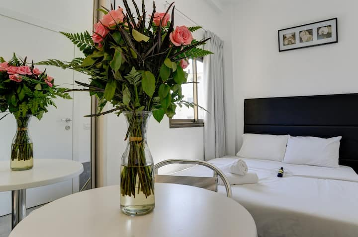 Gorgeous Studio With Kitchenette At Tel Aviv