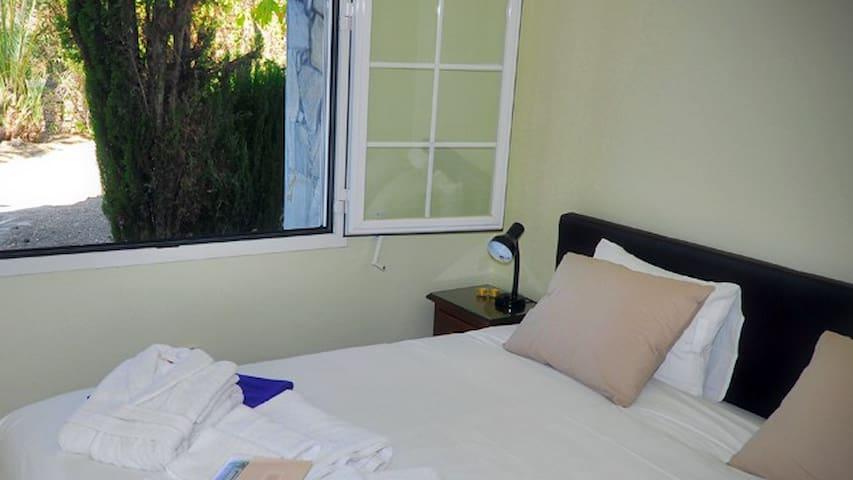 Garden View room met eigen Badkamer - Arriate