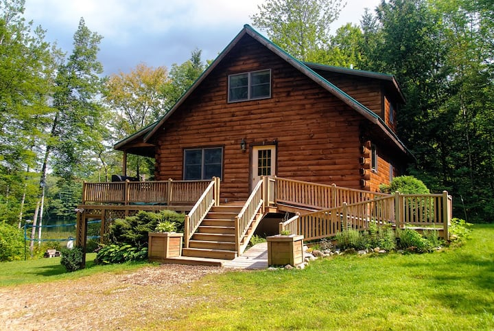 Log house★Maine lake shore★boats★fishing★swim★spa