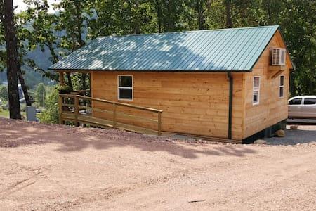 C03 Green Cabin