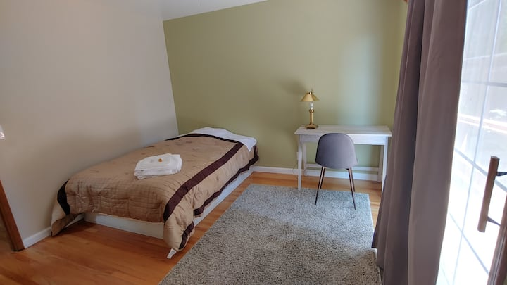 Big newly room near Apple. With access to  deck