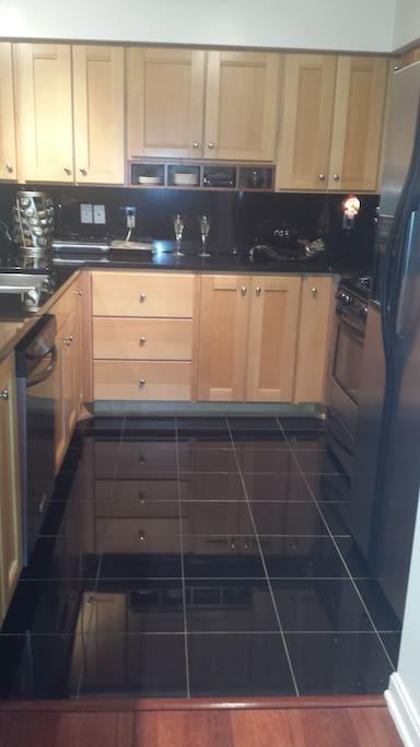 granite kitchen w/stainless steel appliances
