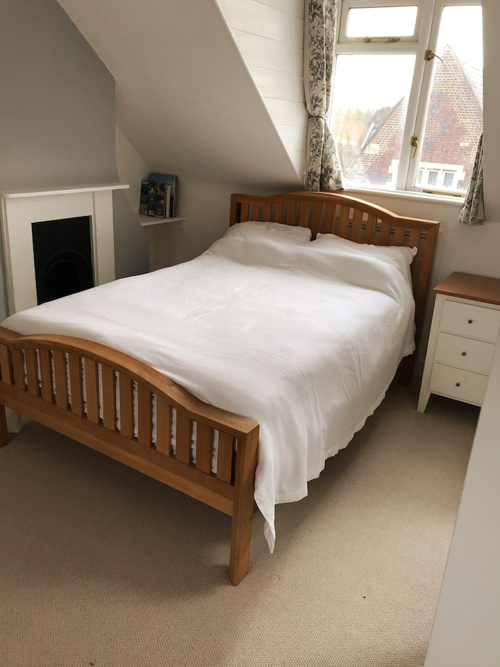 Bright double room in a delightful townhouse