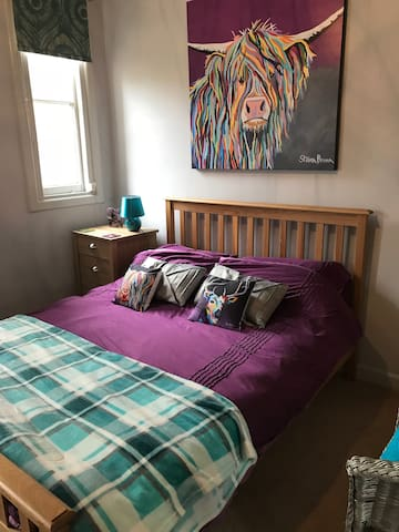 Stirling Kings Park B&B 'Hairy Coo' Bedroom