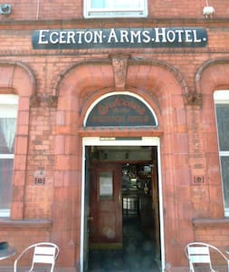 Rm2 By Deansgate 500m single in Egerton Arms Hotel - Salford - Chambres d'hôtes