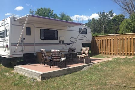 27 ft. RV living with Spa amenities - tubs/saunas - Lanark - Bed & Breakfast