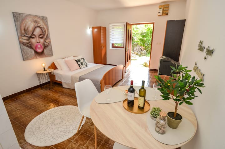 """Cozy apartment Verde 2 """"5min""""from Old town Kotor"""