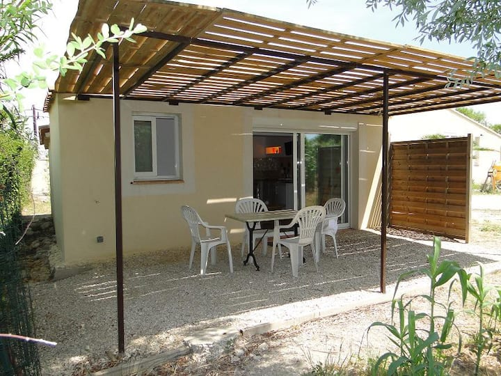 Grand studio meublé avec terrasse