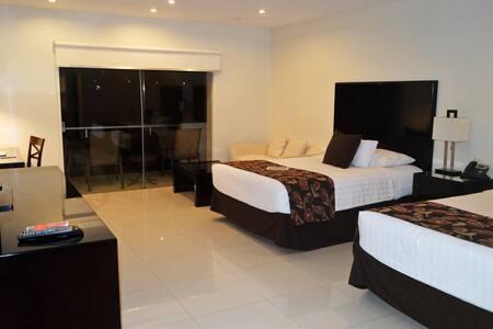 Nice Junior Suite Two Double Beds At Aeropuerto Viru Viru