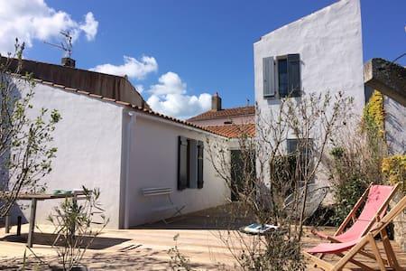 Maison de charme en ville, à 10 min des plages. - Noirmoutier-en-l'Île - Casa